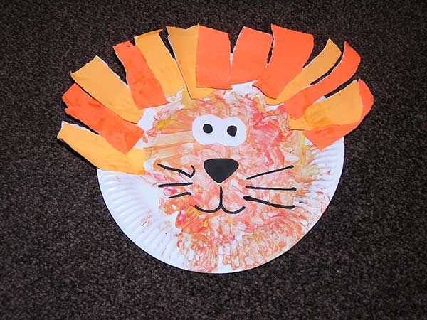 Model used to show toddler techniques and inspirations & Paper Plate Craft - Lion