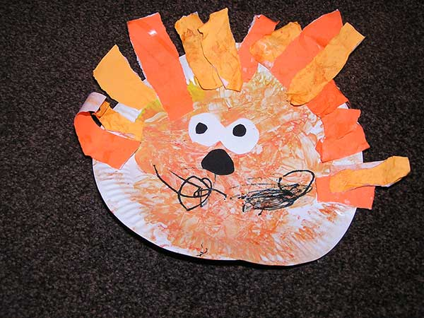 Paper Plate Toddler Craft making a Lion complete with Mane