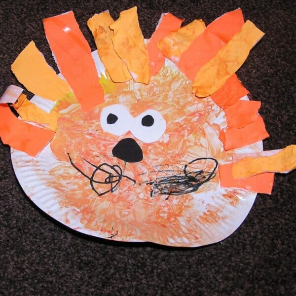 Easy toddler paper plate craft to make a lion's face ideal for jungle and circus themed crafts