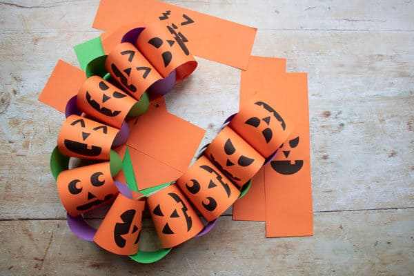 silly face pumpkin paper chain to make with kids