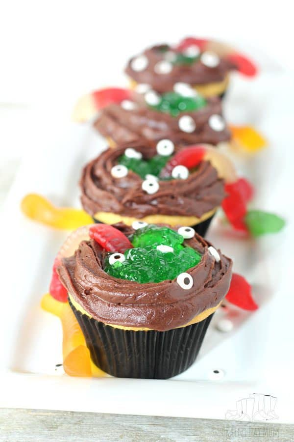 Simple Halloween Cupcakes to make with Kids ideal for class treat or Halloween Parties