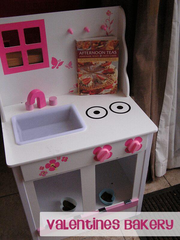 Valentines role play - playdough bakery