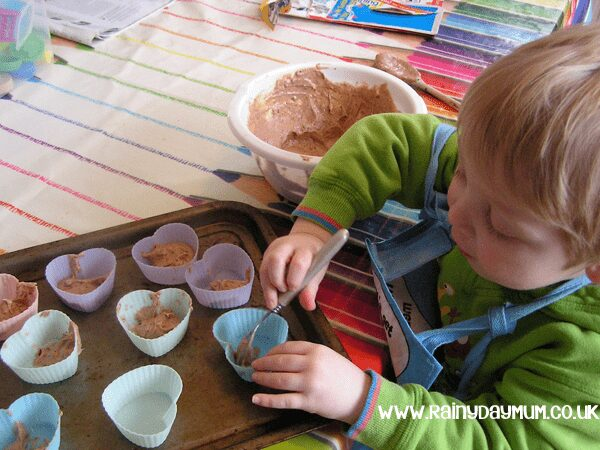 Valentines Cupcake Recipe to make with your kids for their friends