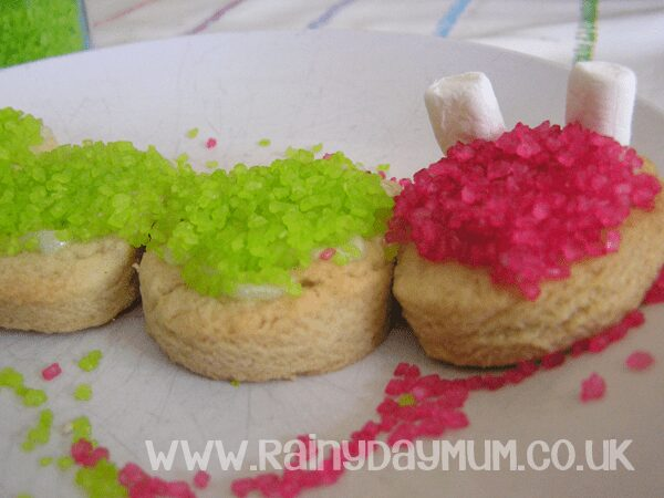 Creative baking with kids - bring the very hungry caterpillar alive #cbias