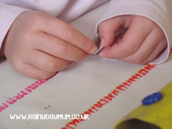 Simple toddler craft to help with color recognition and develop fine motor skills