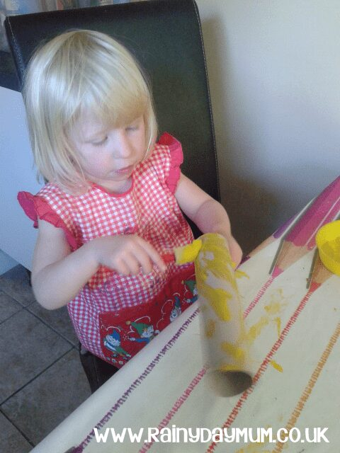 Simple Cardboard Tube Craft and Game for Toddlers to learn colour recognition