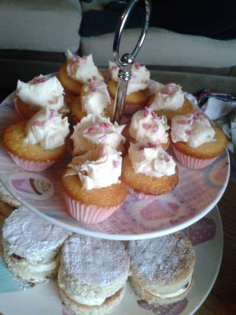 Coffee Morning Cakes – Treat Petite by Fiona Pearce