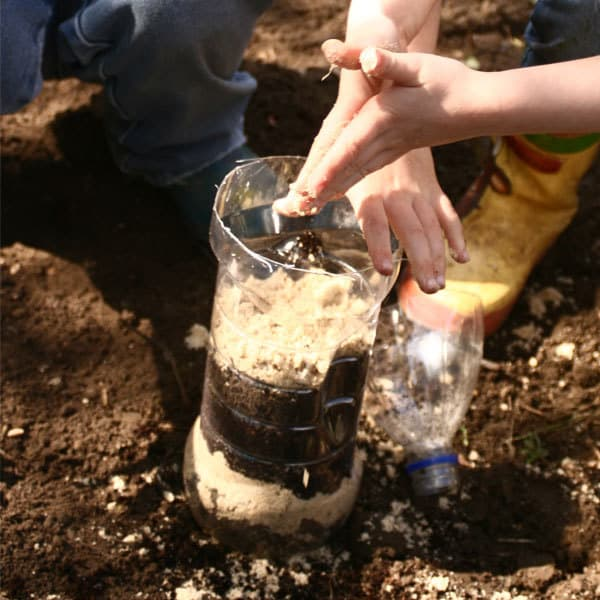 Step by Step guide to making a wormery with kids ideal for a KS2 Habitat unit classroom experiment