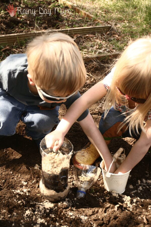 How to make a wormery to explore what worms do