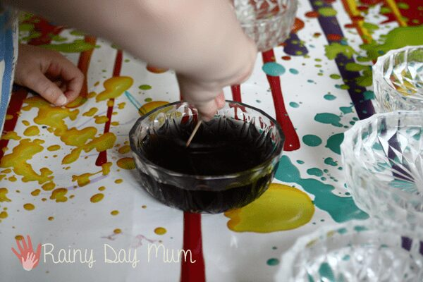 child dyeing shells using food colouring for crafts