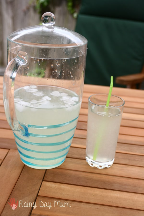 How to make a traditional lemonade recipe with kids