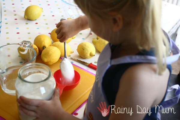 making traditional lemonade recipe for kids
