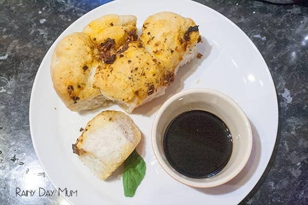 Sun-dried tomato and garlic tear and share bread recipe