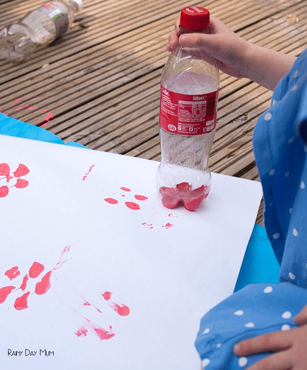 preschool making flowers from stamping a plastic bottle