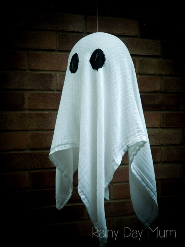 Floating Ghost Halloween Craft for kids and adult, create this floating ghost to decorate the home for Halloween