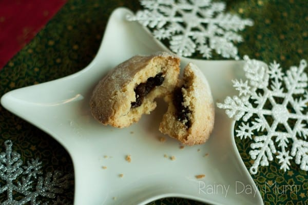 EASY Kid friendly pastry to make ideal for those Christmas Mince Pies and the pastry recipe works every time