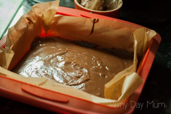 4 ingredient slow cooker fudge recipe that is so easy even kids can make