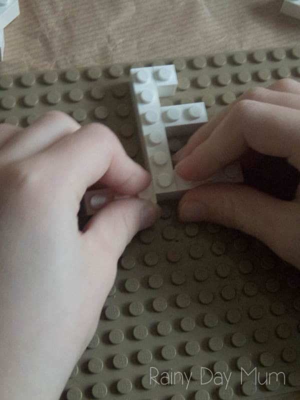 Using LEGO to explore the symmetry in snowflakes - an elementary school activity on reflection symmetry in vertical and horizontal planes