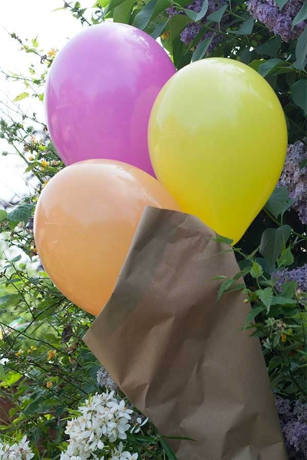 Simple DIY Balloon Ice-Cream inspired decoration for a summer party