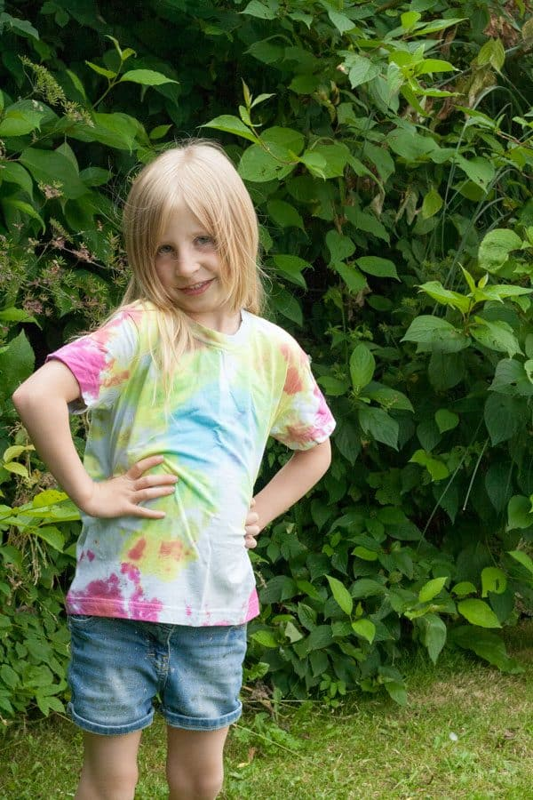 Fun summer craft to do with kids - create your own Tie Dye T-Shirts with this full tutorial including suggestions for different final patterns and top tips.