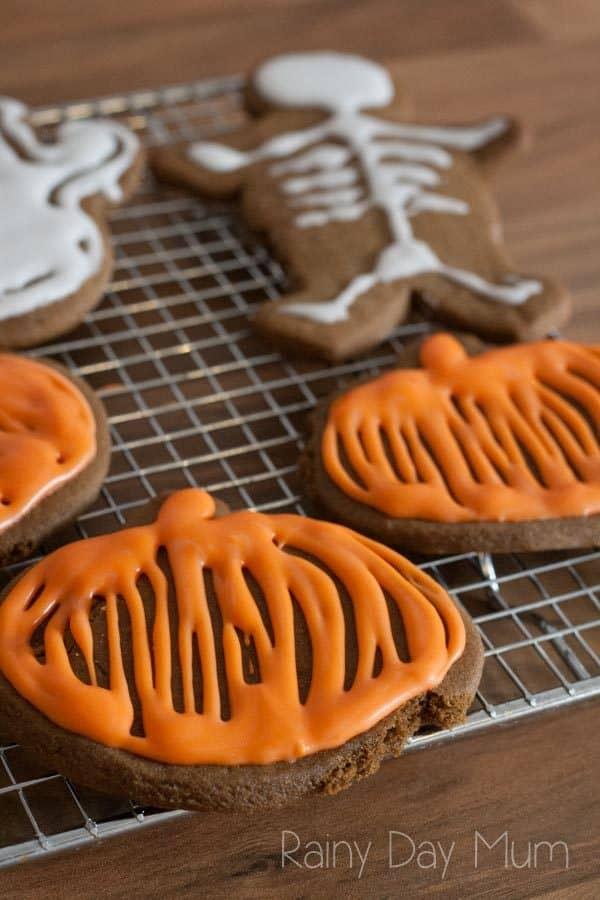 Delicious gingerbread Halloween Cookies Recipe for you and the kids to make. No fuss, easy to make ideal for last minute preparation for Trick or Treaters