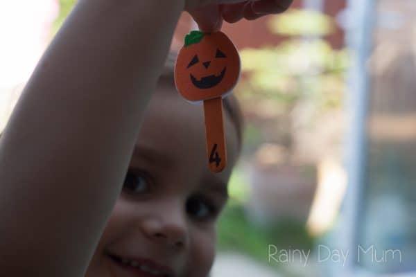 preschooler practising counting with a fun Halloween pumpkin game