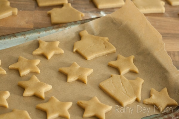 A simplified Gingerbread Cookie recipe that is ideal to make with children of all ages. Perfect for baking some gifts to say Thank You year round.