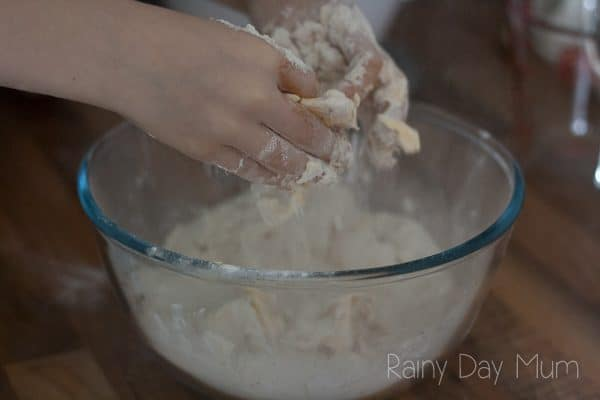 Easy simple rock cakes recipe to make with children. A perfect recipe for cooking with toddlers or children