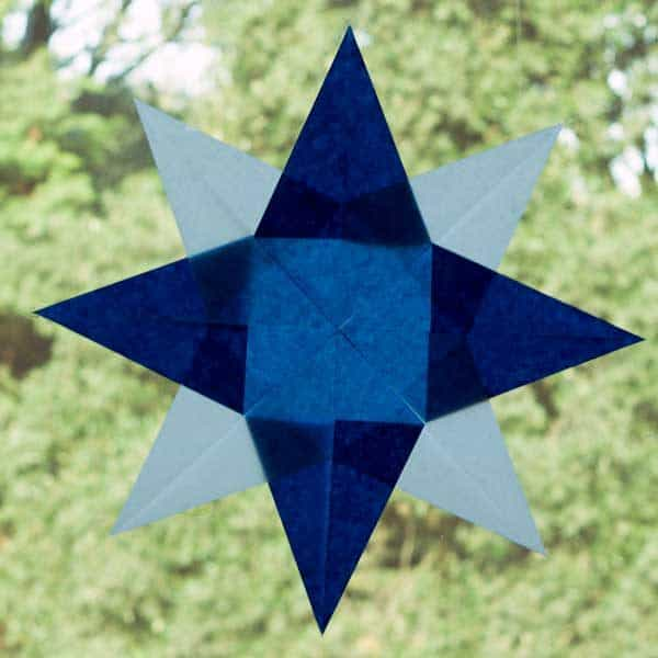 Create this simple Winter Window Star for a Christmas or winter themed window decoration with your children. With clear step by step instructions.