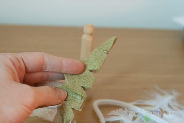 Simple DIY Wooden Peg Doll Angels to make with the kids to decorate the tree this Christmas. Ideal for a Nativity-themed craft for preschool or kindergarten