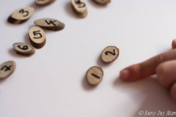 Make your own Wood Slice Maths Manipulatives and play this fun number game with preschoolers helping them with counting and recognition of numbers.