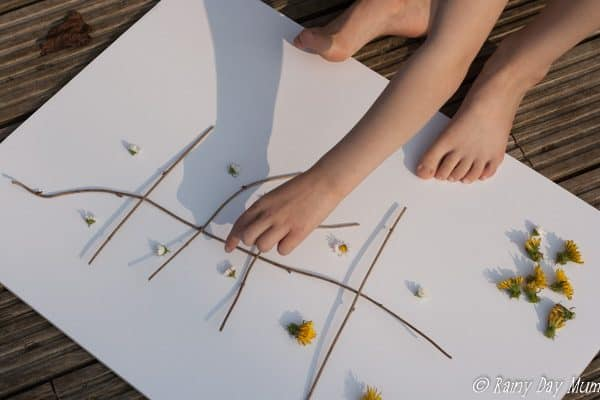 Take the learning outside this spring with this garden flower ten frame, for some simple hands-on maths for preschoolers and early years.