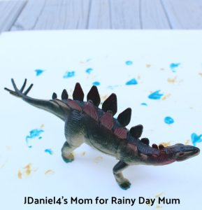 Dinosaur themed process art project ideal for early years or preschoolers. Get your dinosaurs dancing to create abstract art.
