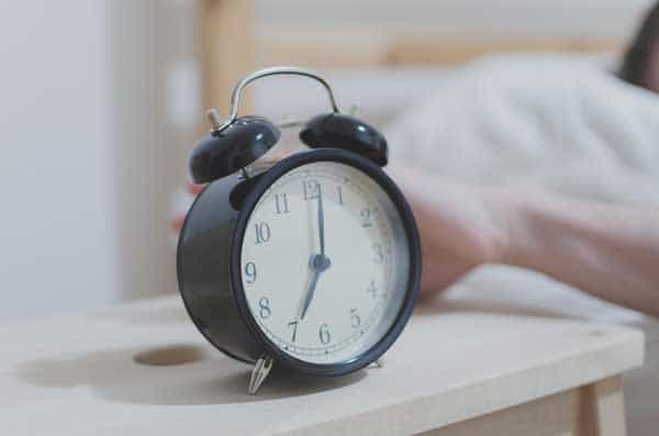 5 Top Tips that will help you as a parents cope when the clocks go back from sleep experts and parents so that it goes as smoothly as possible.