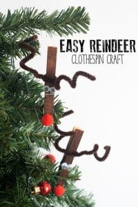 Simple Christmas craft for kids of all ages to make to create reindeer clothespin ornaments. Plus free Present counting clip cards to use with the reindeer.