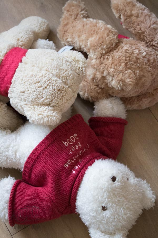 Bear themed math activity for toddlers and preschoolers inspired by Bear Snores on by Karma Wilson and ideal for a hibernation, winter or bear themed week. Ordering and sorting bears from the soft toy collection.