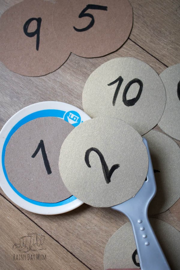 Easy to make and set up number game for toddlers and preschoolers based on the book If You Give a Pig a Pancake by Laura Numeroff and ideal for Pancake Day activities.
