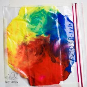 A fun and mess-free way for toddlers and preschoolers to explore colour mixing and connect what they see in the world around with them with real-life experiences. This Rainbow Sensory Bag allows children to create their own rainbow of colours whilst using their senses.