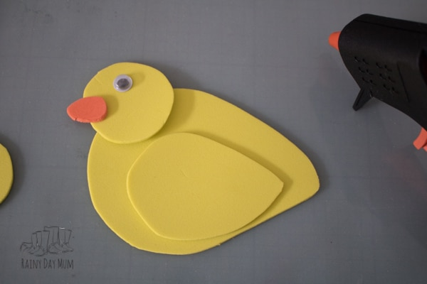 Create your own storytelling and rhyme time props with this easy to make five little ducks craft foam puppets. Perfect for some springtime nursery rhyme and circle time fun for toddlers and preschoolers.