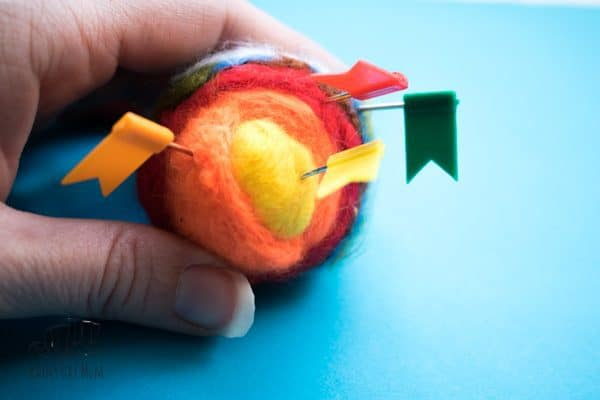 Step-by-step instructions on how to create a needle felted layers of the earth model ideal for a teaching resource. Older kids would be able to use this simple technique to create it themselves or you can create to use as a model within your teaching and lessons.