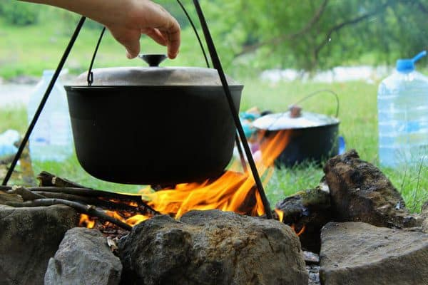Cooking on a campfire - simple recipes that the family will enjoy