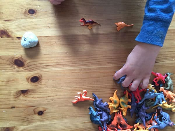 simple dinosaur maths sorting activity
