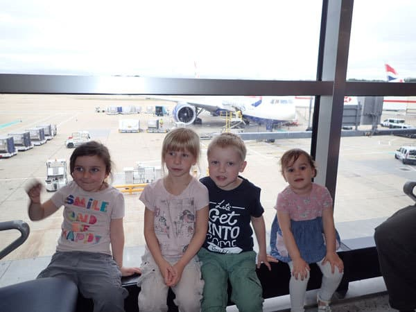 summer holiday travel tips for families with toddlers going by plane or car