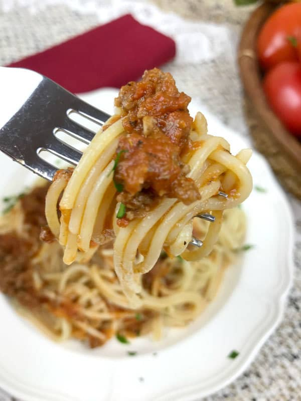 Easy pasta sauce recipe with meat that the whole family will enjoy