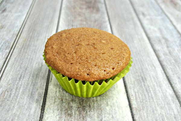 Spiced cupcakes - easy variation of a simple cupcake recipe perfect for autumn baking