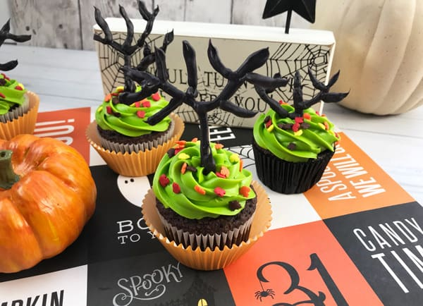 Simple Step By Step Tutorial To Create Haunted Tree Cupcakes