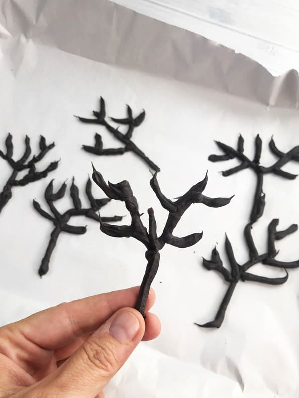 Set haunted trees for halloween cake decorating that kids can make themselves
