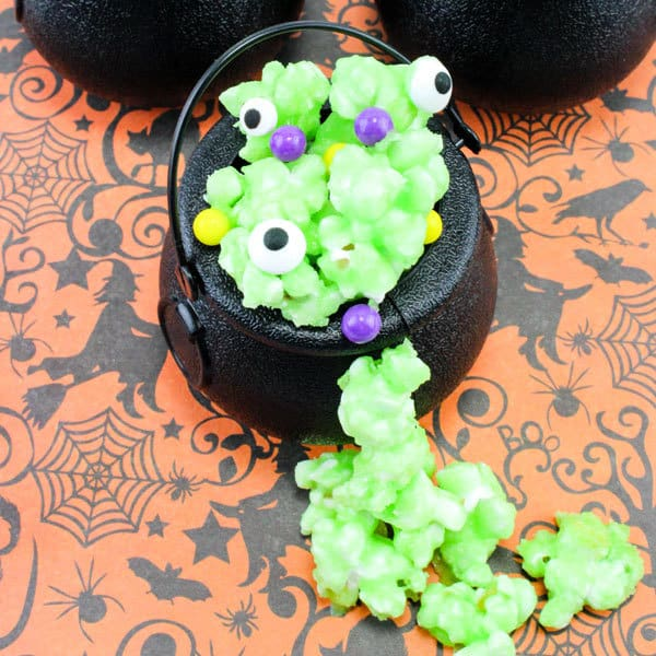 Simple to cook with kids Popcorn Halloween Treats in a Cauldron