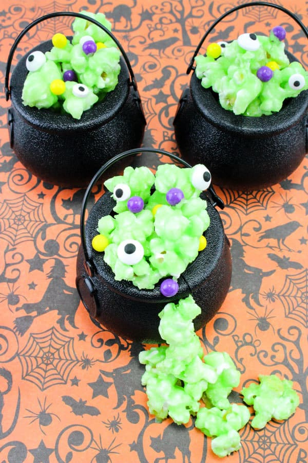 Simple Halloween Party Favours to make with kids of bubbling popcorn cauldrons.