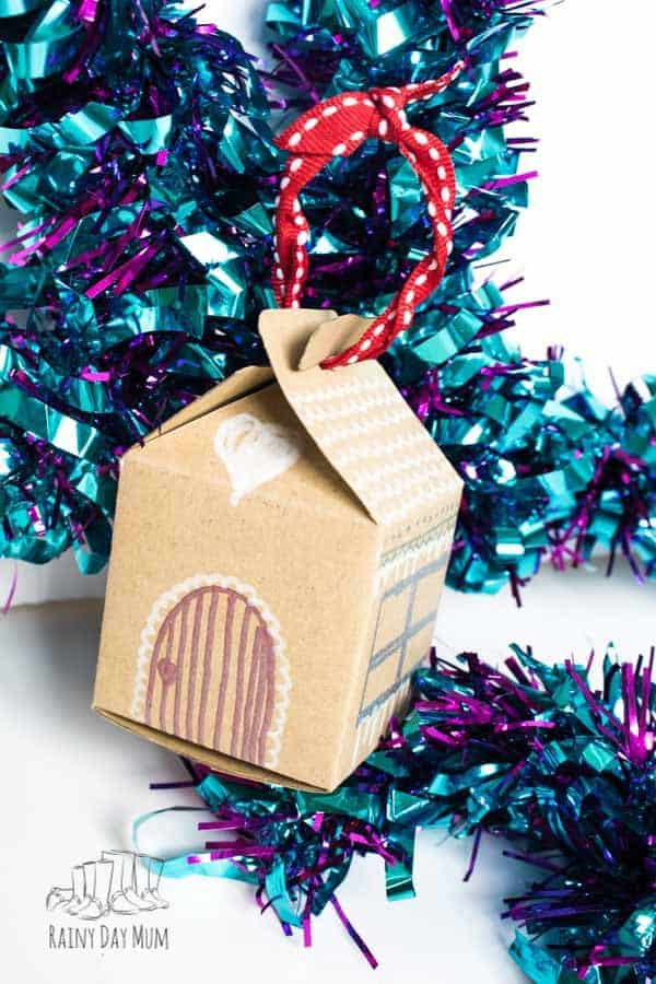 hansel and gretel inspired house decoration for the christmas tree for kids to make
